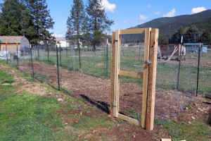 putting up fence, building a gate, Home Depot, AD