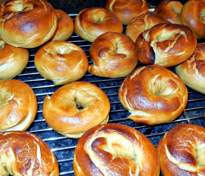 Homemade Bagels – Recipe with Video