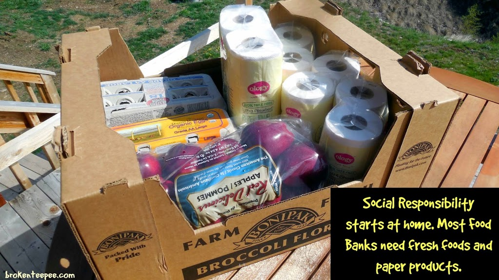 Donation to Food Bank of Walgreen Ology Paper Products and Fresh Food, #WalgreensOlogy, #shop, #cbias
