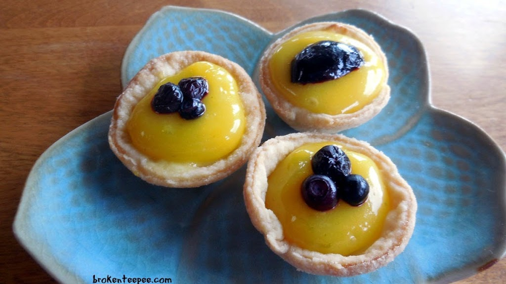 Mini Desserts: Cheesecake Tartlets with Lemon and Lime Curd