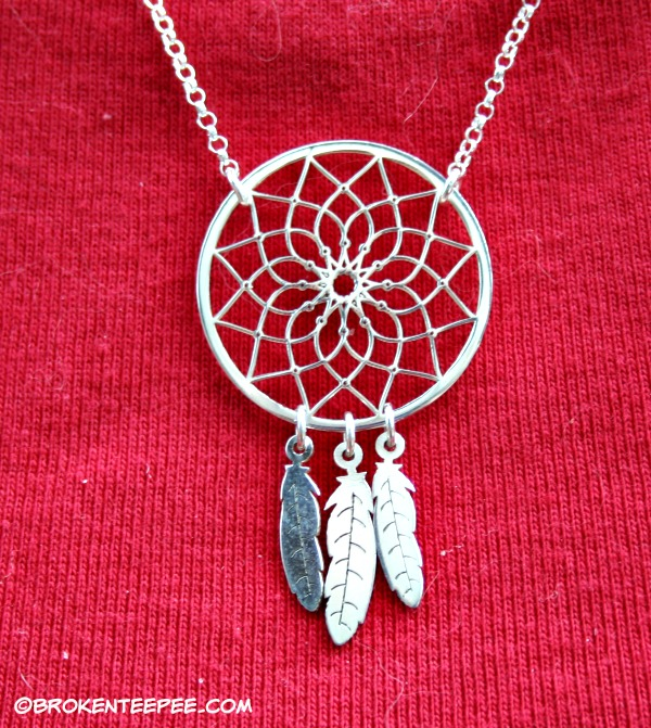 oNecklace dreamcatcher necklace detail