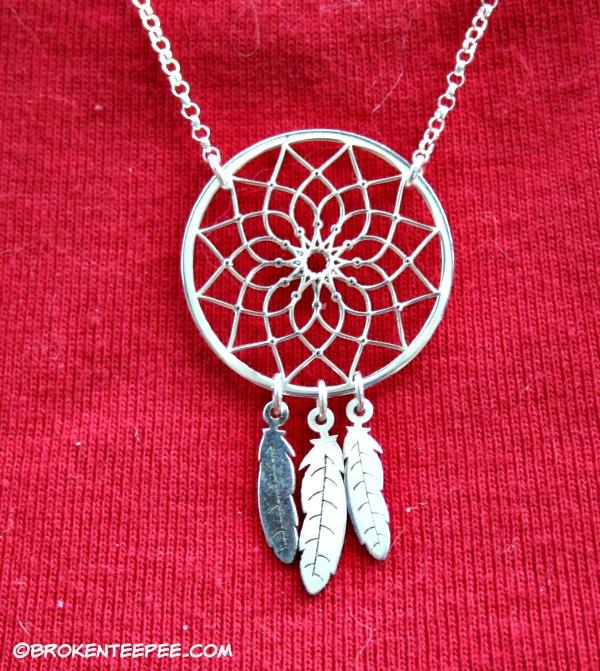 oNecklace dreamcatcher necklace detail