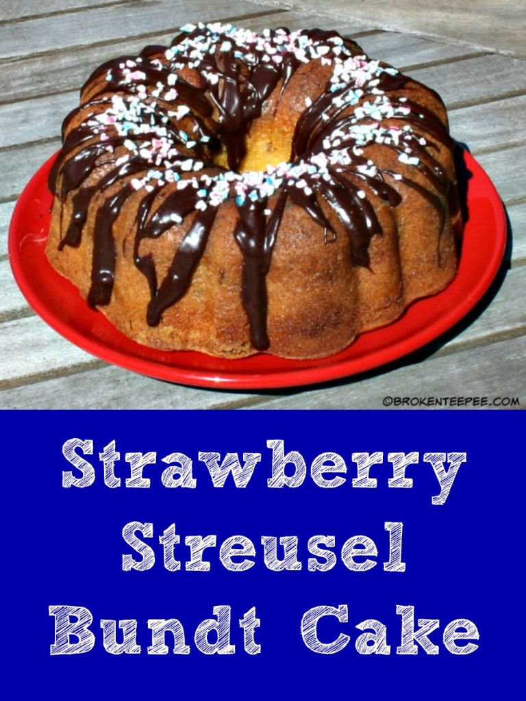 Strawberry Streusel Bundt Cake, SweetWorks, #SweetWorksPatriotic, #sponsored