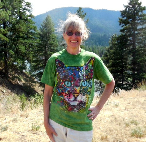 Casual Style for a Cause – A Cat Tee Shirt from The Mountain