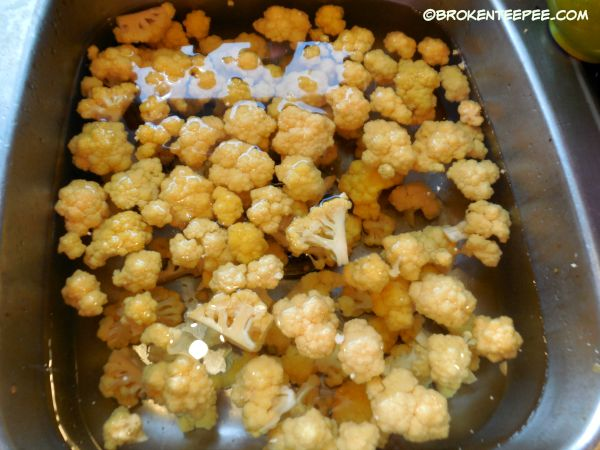 cool blanced cauliflower in cold water