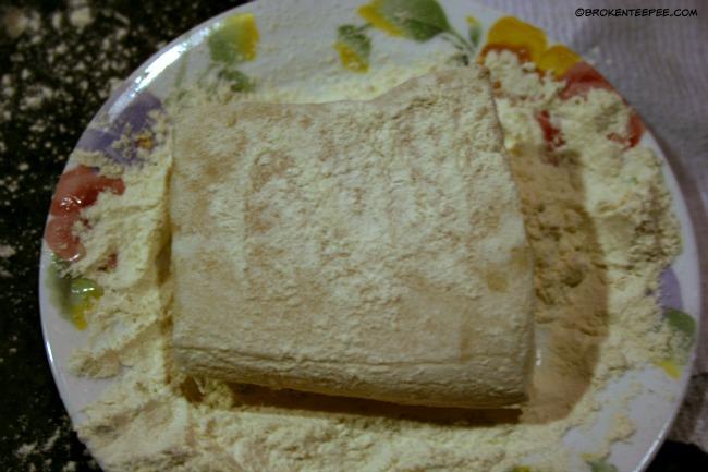 dredge fish in flour
