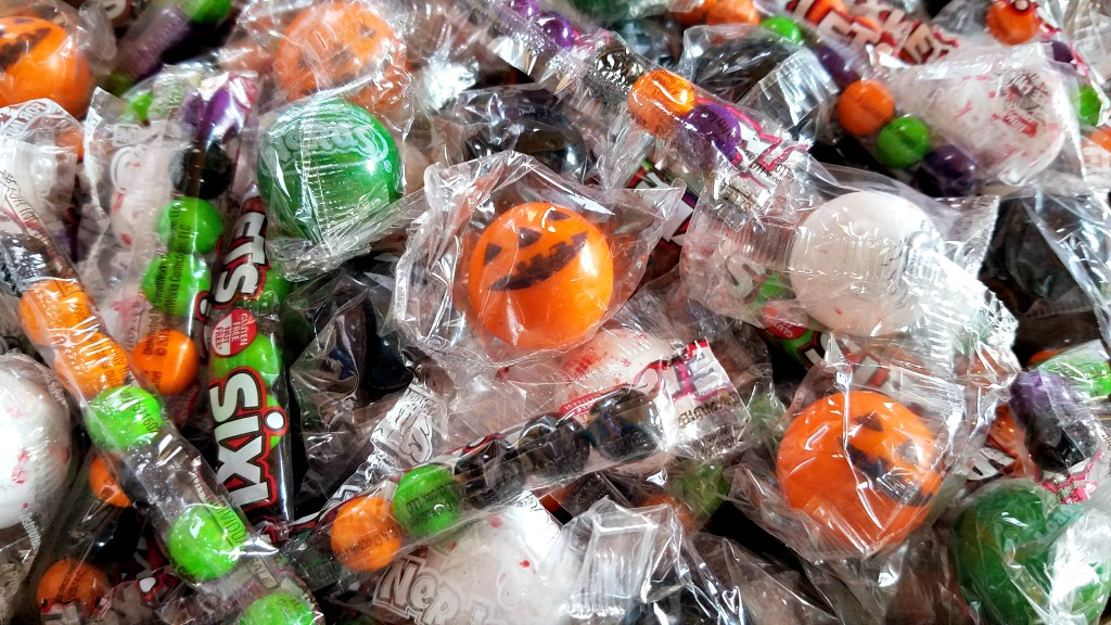 Easy and Colorful Crispy Rice Treats for Halloween and Enter to Win $50 in Celebration by Frey Candy!
