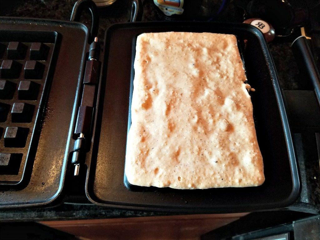 globein-making-waffles-ground-vanilla