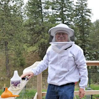 Keeping Bees: The Backyard Beekeeper by Kim Flottum – Book Review and Giveaway. Get Ready for Summer Homestead Projects Week Continues