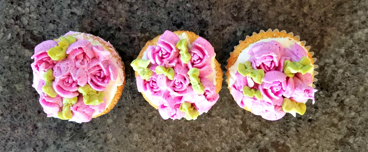 how to use Russian piping tips, cake decorating,
