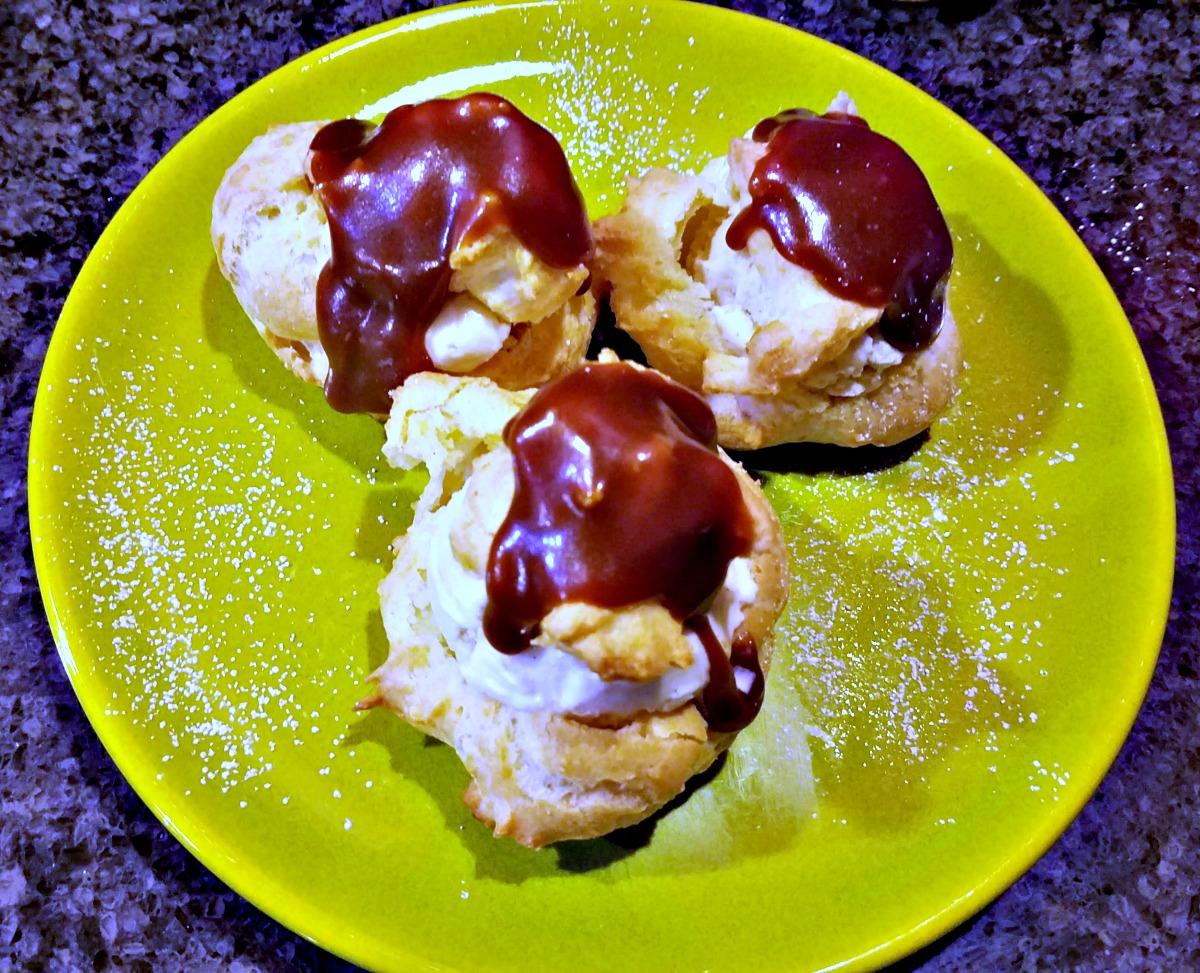 cream puff recipe, cream puffs with spiced ice cream and salted caramel, cream puffs with ice cream, ice cream choux pastry
