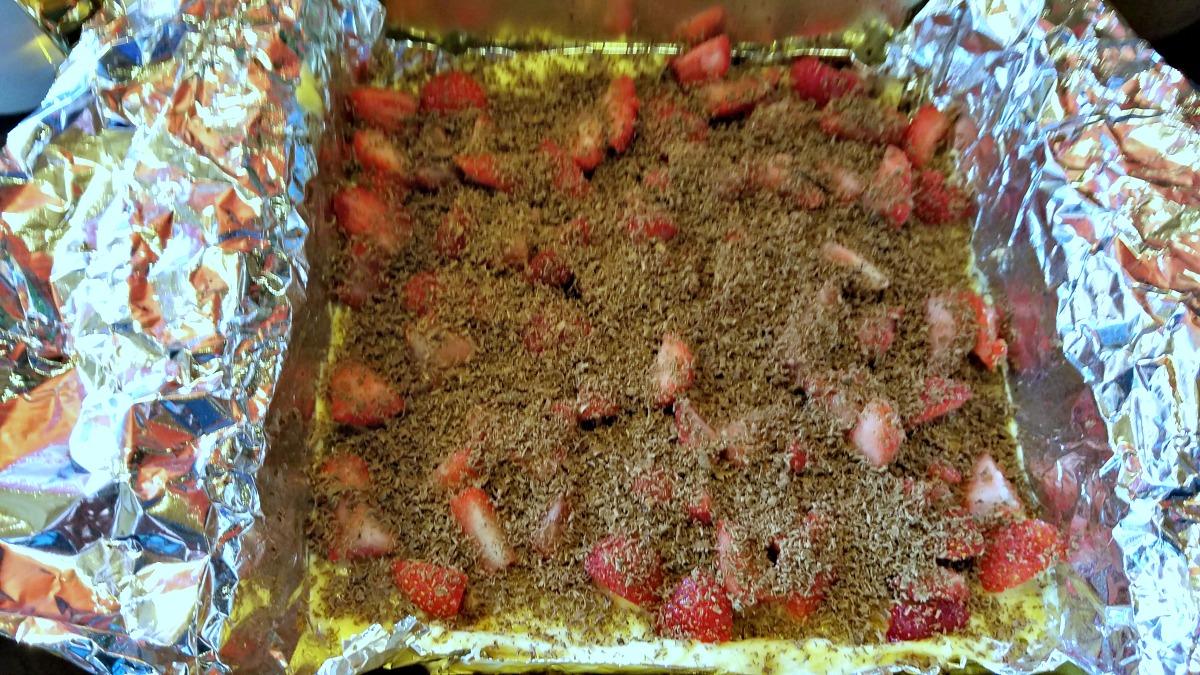 chocolate strawberry crumb cake, coffee cake, chocolate covered strawberry crumb cake, valentine's day breakfast treat