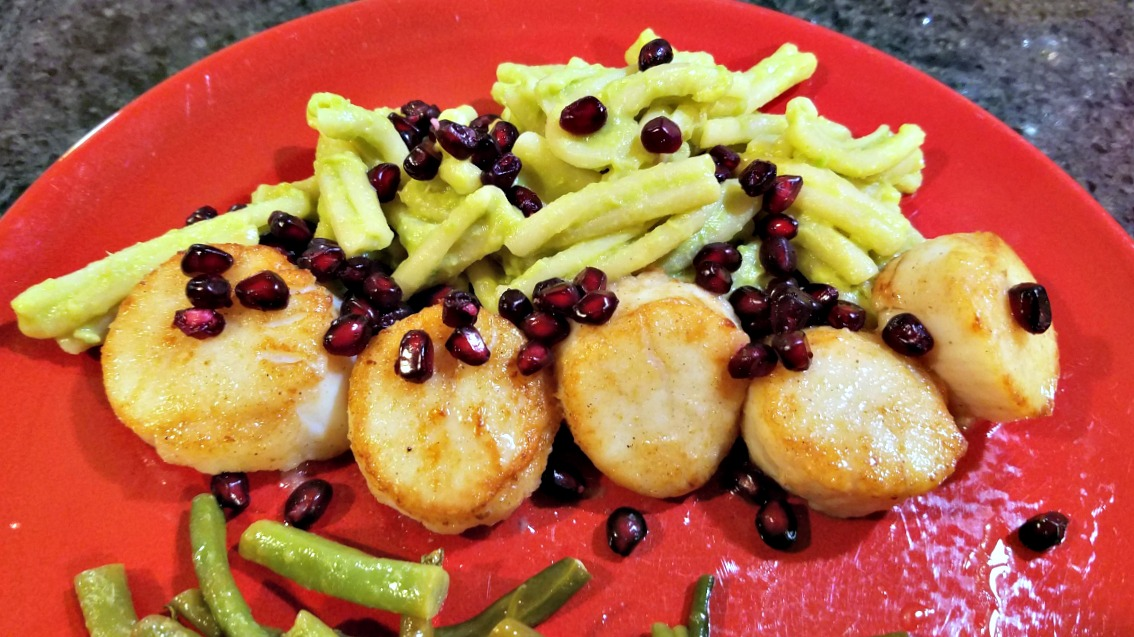 scallops recipe, celebration dinner, easy scallops recipe, pan seared spiced scallops on avocado pasta with pomegranate