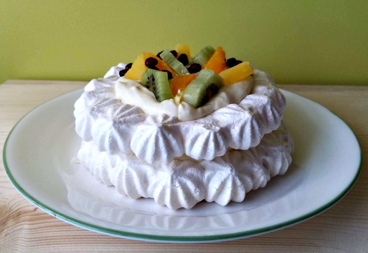 vegan pavlova, vegan meringue, vegan dessert, aquafaba meringue