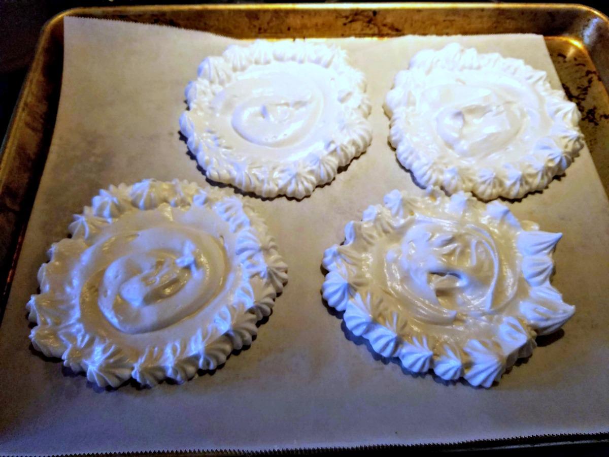 vegan pavlova, vegan dessert, aquafaba meringue