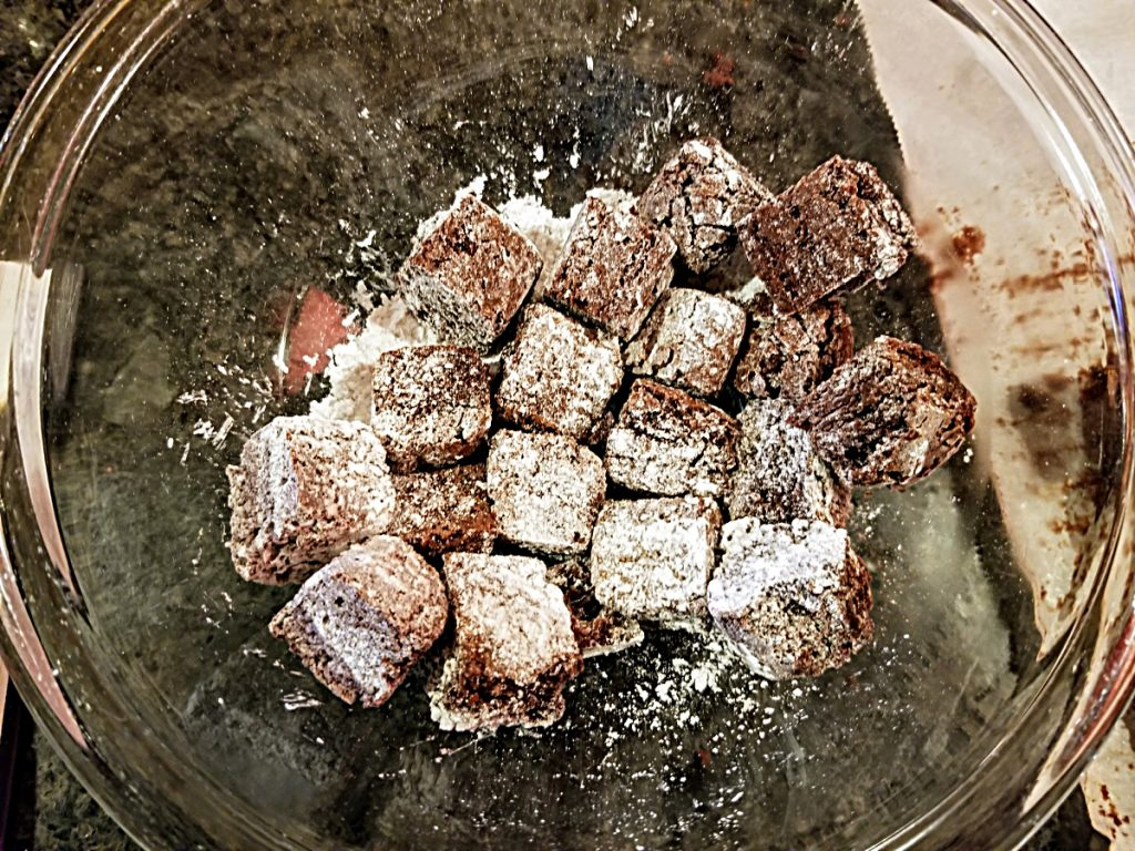 dust brownies with sugar